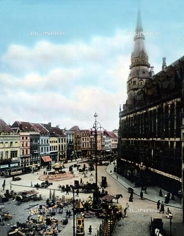 UIG-F-030908-0000 - Main market with city hall at Aachen. - Data dello scatto: 1920 - United Archives / UIG/Alinari Archives