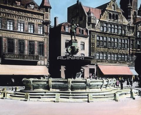 UIG-F-030909-0000 - Fontana di Carlo Magno ad Aquisgrana - Data dello scatto: 1920 - United Archives / UIG/Archivi Alinari