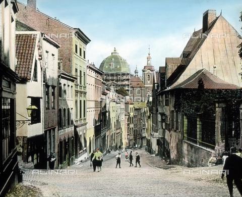 UIG-F-030912-0000 - Main street of Burtscheid. - Data dello scatto: 1920 - United Archives / UIG/Alinari Archives