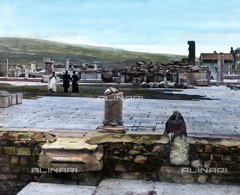 UIG-F-030925-0000 - Remains of the forum square at the ancient city of Timgad. - Data dello scatto: 1920 - United Archives / UIG/Alinari Archives