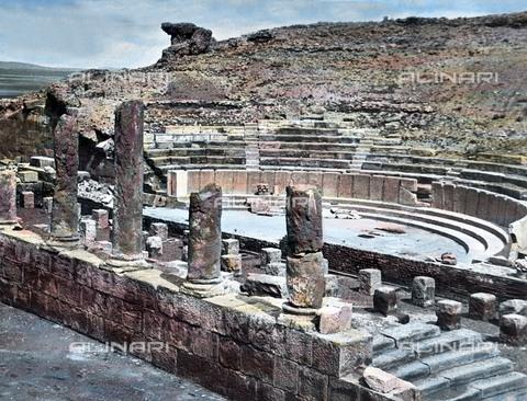 UIG-F-030926-0000 - Remains of the amphi theatre of the ancient city of Timgad. - Data dello scatto: 1920 - United Archives / UIG/Alinari Archives