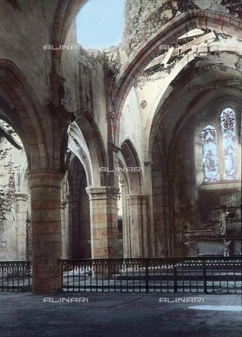 UIG-F-030933-0000 - The interior of a bombed church. - Data dello scatto: 1918 - United Archives / UIG/Alinari Archives