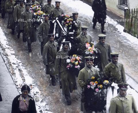 UIG-F-030934-0000 - Funeral cortege. - Data dello scatto: 1916 - United Archives / UIG/Alinari Archives