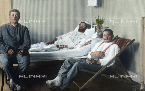 UIG-F-030935-0000 - Wounded soldiers in a military hospital. - Data dello scatto: 1915 - United Archives / UIG/Alinari Archives