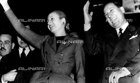 UIG-F-031089-0000 - Argentine political actress Evita Peron (1919-1952) with husband Juan Domingo Peron (1895-1974) - Data dello scatto: 1951 - World History Archive / UIG/Alinari Archives