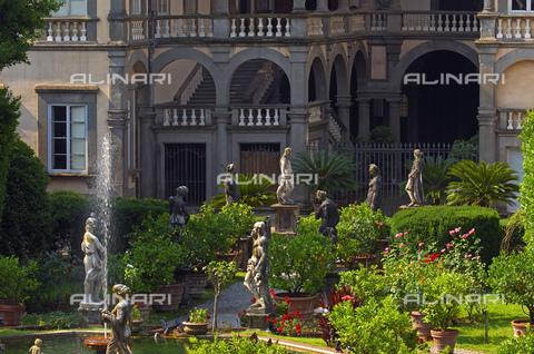 UIG-F-031092-0000 - Garden of Palazzo Pfanner or Palazzo Controni-Pfanner, Lucca - Data dello scatto: 25/06/2010 - JOSE A. MORENO / UIG/Alinari Archives