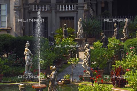 UIG-F-031093-0000 - Garden of Palazzo Pfanner or Palazzo Controni-Pfanner, Lucca - Data dello scatto: 25/06/2010 - JOSE A. MORENO / UIG/Alinari Archives