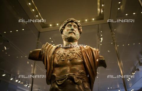 UIG-F-031109-0000 - Bust of Emperor Hadrian found in Tel Shalem, bronze, Roman art, Museum of Israel, Jerusalem - Lucas Vallecillos / VWPics / UIG/Alinari Archives