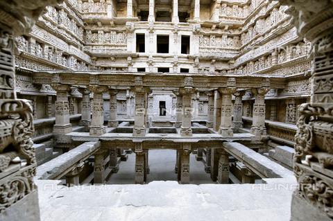 UIG-F-031120-0000 - Interior of the Rani ki Vav Patan temple, Gujarat, India - Data dello scatto: 06/2010 - UIG/Alinari Archives