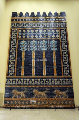 UIG-F-031128-0000 - The throne room of Nebuchadnezzar II, ceramic, neo-Babylonian Mesopotamian art, Pergamon Museum (Pergamonmuseum), Berlin - Prisma / UIG/Alinari Archives