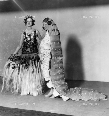 UIG-F-033614-0000 - Costumi di raso e seta alla Ideal Home Exhibition, 7 Aprile 1931 - Data dello scatto: 07/04/1931 - UIG/Archivi Alinari, Leslie Cardew