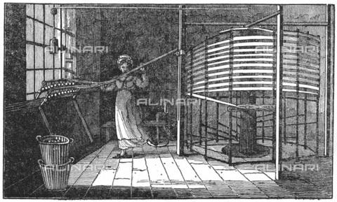 """UIG-F-033623-0000 - Tessitrice della seta a Spitalfields, incisione tratta da """"Saturday Magazine London"""" (16 novembre 1833) - UIG/Archivi Alinari"""