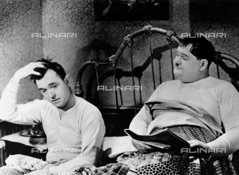 """ULL-F-053465-0000 - Laurel and Hardy, Stan Laurel and Oliver Hardy, in a scene from """"The Merry World of Laurel and Hardy"""" (Laurel and Hardy's laughing 20's), documentary film by Robert Youngson, USA - Data dello scatto: 1927 - Ullstein Bild / Alinari Archives"""