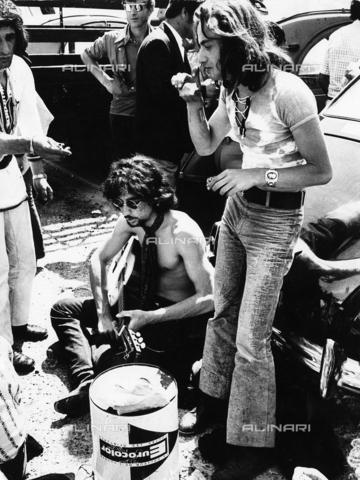 ULL-F-096668-0000 - Giovani Hippies - Data dello scatto: 1969 - R. Dietrich / Ullstein Bild / Archivi Alinari
