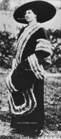 ULL-F-119218-0000 - The Dutch dancer Mata Hari (Margaretha Geertruida Zelle 1876-1917) - Ullstein Bild / Alinari Archives
