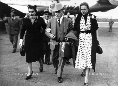 ULL-F-119741-0000 - The conductor Arturo Toscanini (1867-1957) with his daughter Wally and niece Manuela Castelbarco - Data dello scatto: 1953 - Ullstein Bild / Alinari Archives