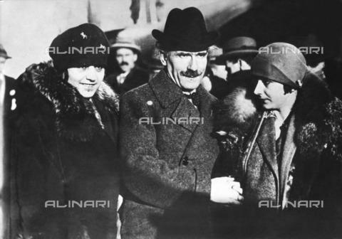 ULL-F-119743-0000 - The conductor Arturo Toscanini (1867-1957) with his wife Carla De Martini and his daughter Wally - Data dello scatto: 1940 - Ullstein Bild / Alinari Archives