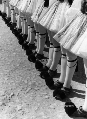 ULL-F-158809-0000 - Evzones (the greek Army honor guards), detail of footwear - Data dello scatto: 1935 - Alfred Eisenstaedt / Ullstein Bild / Alinari Archives