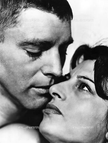 """ULL-F-240476-0000 - Burt Lancaster e Anna Magnani in una scena del film """"La rosa tatuata"""", regia di Daniel Mann, Stati Uniti 1955 - Data dello scatto: 1955 - Ullstein Bild / Archivi Alinari"""