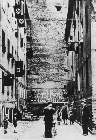 "ULL-F-254678-0000 - View of Koepenicker Street during the September 1932 rental strike in Berlin. On the back wall the inscription ""Prima cibo, poi affitto"". - Data dello scatto: 09/1932 - Berlin, Koepenicker street / Ullstein Bild / Alinari Archives"