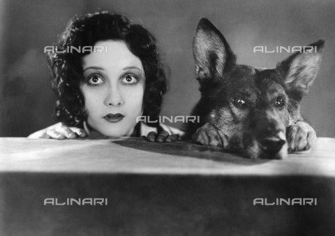 "ULL-F-260334-0000 - Helen Ferguson and the dog Rin Tin Tin in a scene from the film ""Jaws of Steel"", 1929, directed by Ray Enright, USA - Data dello scatto: 1929 - Ullstein Bild / Alinari Archives"