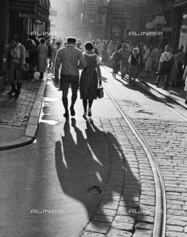 ULL-F-264225-0000 - Crowd on a Salzburg street - Data dello scatto: 1932 - Alfred Eisenstaedt / Ullstein Bild / Alinari Archives