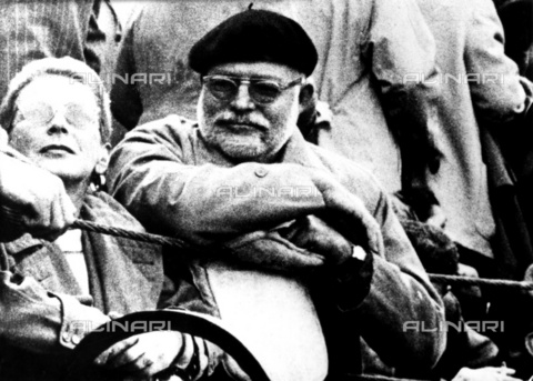 ULL-F-292985-0000 - The writer Ernest Hemingway (1899 - 1961) while attending a bullfight - Data dello scatto: 1954 - Ullstein Bild / Alinari Archives