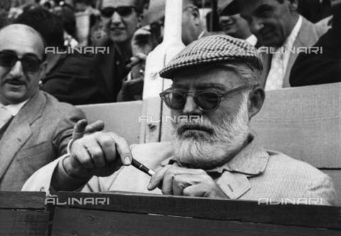 ULL-F-293010-0000 - The writer Ernest Hemingway (1899 - 1961) while attending a bullfight - Data dello scatto: 1959 - Ullstein Bild / Alinari Archives