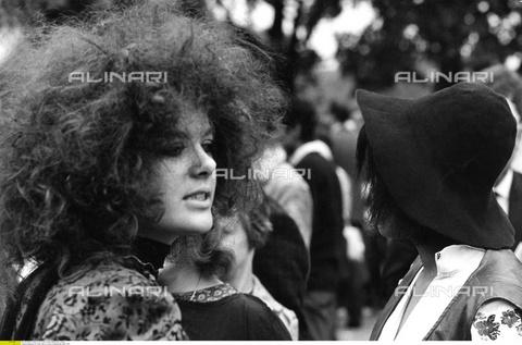 ULL-F-316915-0000 - Giovane Hippie in Hyde Park a Londra - Data dello scatto: 1969 - Vontin / Ullstein Bild / Archivi Alinari