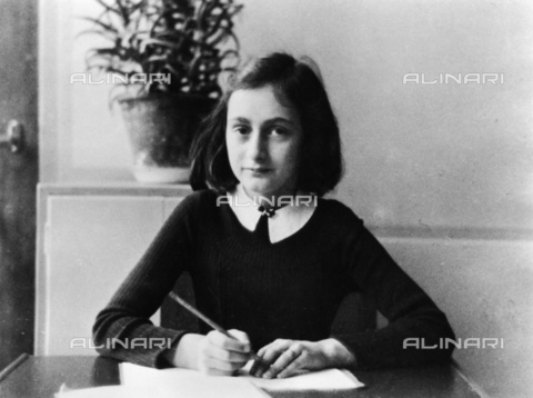 ULL-F-325566-0000 - Portrait of Anne Frank (1929-1945) at age 12, died in the Bergen-Belsen concentration camp - Data dello scatto: 1941 - ADN-Bildarchiv / Ullstein Bild / Alinari Archives
