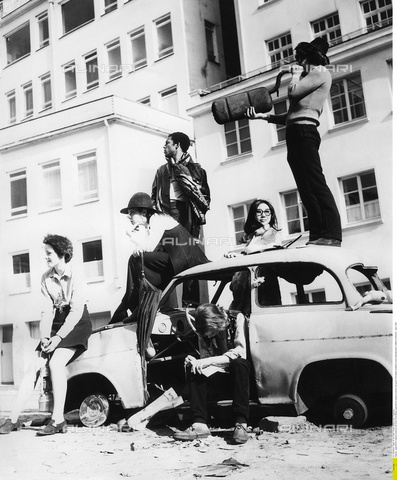 ULL-F-335621-0000 - Giovani Hippies durante un incontro internazionale a Brema - Data dello scatto: 01/04/1969 - Fugere(L) / Ullstein Bild / Archivi Alinari