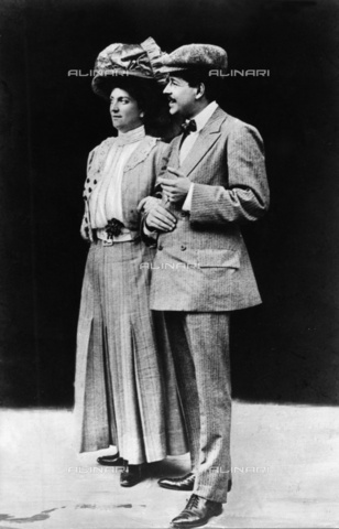 ULL-F-371328-0000 - Luisa d'Asburgo-Lorena (1870-1947), princess of Tuscany, Bohemia and Hungary, archduchess of Austria and princess of Saxony, arm in arm with her husband Enrico Toselli, composer - Data dello scatto: 1899 - Ullstein Bild / Alinari Archives