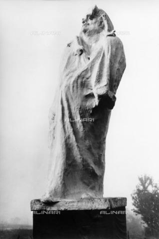 ULL-F-446770-0000 - Monument to the writer Honoré de Balzac, bronze, Auguste Rodin (1840-1917), Paris - Ullstein Bild / Alinari Archives