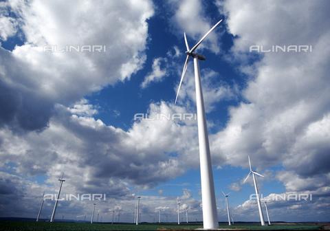 ULL-F-479290-0000 - Stazione di energia eolica - Data dello scatto: settembre 1999 - Oed / Ullstein Bild / Archivi Alinari