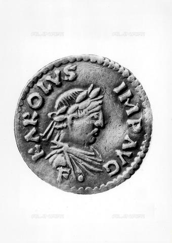 ULL-F-480113-0000 - Charlemagne money, silver coin - Ullstein Bild / Alinari Archives