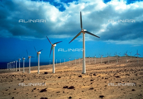 ULL-F-491837-0000 - Energia alternativa - Impianto di energia eolica a ruote - Data dello scatto: febbraio 2001 - Christof Stache / Ullstein Bild / Archivi Alinari