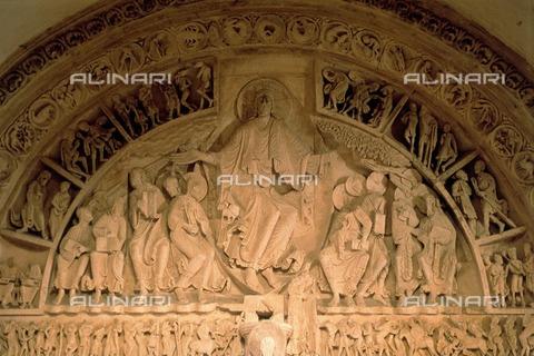 ULL-F-530496-0000 - Christ in glory in the lunette of the central portal of the Basilica of Santa Maria Maddalena in Vézelay - Data dello scatto: 1985 - Oscar Poss / Ullstein Bild / Alinari Archives
