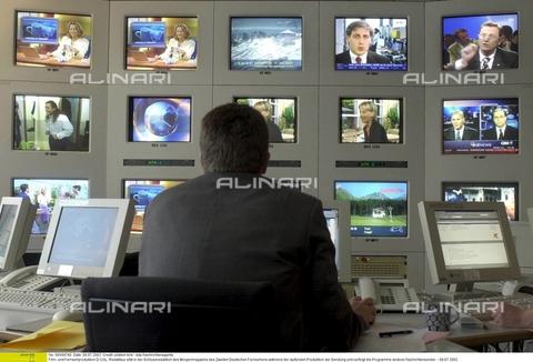 ULL-F-549740-0000 - Redazione di uno studio di programmazione televisiva, Germania, 9 Luglio 2002 - Data dello scatto: 9 Luglio 2002 - Ullstein Bild / Archivi Alinari