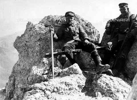 ULL-F-550117-0000 - First World War: soldiers of the German Württemberg Division on the summit of Monte Matajur, today at the border between Italy and Slovenia, during the Battle of Caporetto, or the twelfth battle of the Isonzo (24 October - 12 November 1917) - Data dello scatto: 26/10/1917 - Ullstein Bild / Alinari Archives