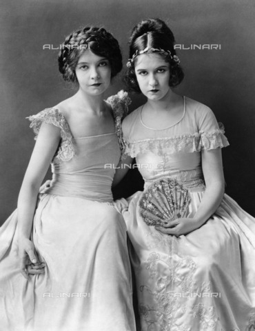 ULL-F-621659-0000 - Portrait of Lillian Diana Gish (1893 - 1993) and Dorothy Elizabeth Gish (Massillon, March 11, 1898 - 1968), protagonists of silent film - Data dello scatto: 1927 - Ullstein Bild / Alinari Archives