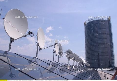 ULL-F-645518-0000 - Antenne satellitari a Bonn, Germania, 10 Giugno 2003 - Data dello scatto: 10 Giugno 2003 - Ullstein Bild / Archivi Alinari