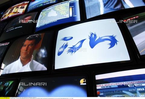 """ULL-F-656202-0000 - Televisori via cavo, logo dei televisori via cavo """"ISH"""", Germania, 18 Novembre 2003 - Data dello scatto: 18 Novembre 2003 - Oberhäuser/CARO / Ullstein Bild / Archivi Alinari"""