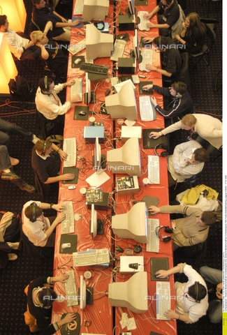 ULL-F-665783-0000 - Giocatori alle finali della NGL (Netzstatt Gaming League-Lega del Gioco nel Web Nazionale) Berlino, 17 Gennaio 2004 - Data dello scatto: 17 Gennaio 2004 - Hechtenberg/CARO / Ullstein Bild / Archivi Alinari