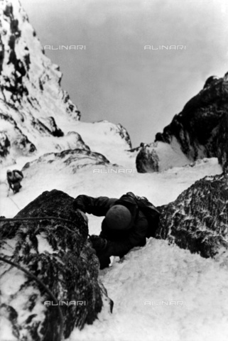 ULL-F-804519-0000 - A moment of climbing the north face of the Eiger - Data dello scatto: 23/07/1938 - Ullstein Bild / Alinari Archives