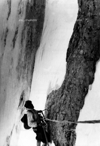 ULL-F-804566-0000 - A moment of climbing the north face of the Eiger - Data dello scatto: 23/07/1938 - Ullstein Bild / Alinari Archives
