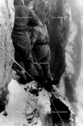 ULL-F-805892-0000 - A moment of climbing the north face of the Eiger - Data dello scatto: 23/07/1938 - Ullstein Bild / Alinari Archives