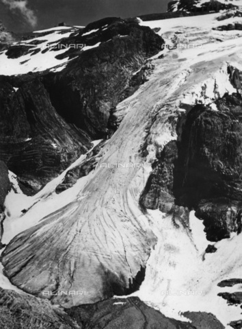 ULL-F-812004-0000 - Glacier in Blümlisalp, Bernese Alps - Data dello scatto: 01/01/1957 - Ullstein Bild / Alinari Archives