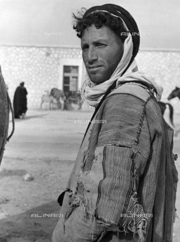 ULL-F-928420-0000 - Portrait of Bedouin in Aleppo - Data dello scatto: 1935 - Alfred Eisenstaedt / Ullstein Bild / Alinari Archives
