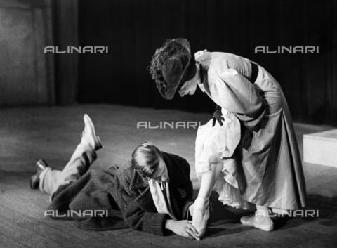 ULL-F-928634-0000 - Dance school Gsovsky in Berlin: young ballerina with the teacher Victor Gsovsky - Data dello scatto: 1931 - Alfred Eisenstaedt / Ullstein Bild / Alinari Archives