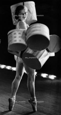 ULL-F-928637-0000 - Dance school Gsovsky in Berlin: young dancer - Data dello scatto: 1931 - Alfred Eisenstaedt / Ullstein Bild / Alinari Archives
